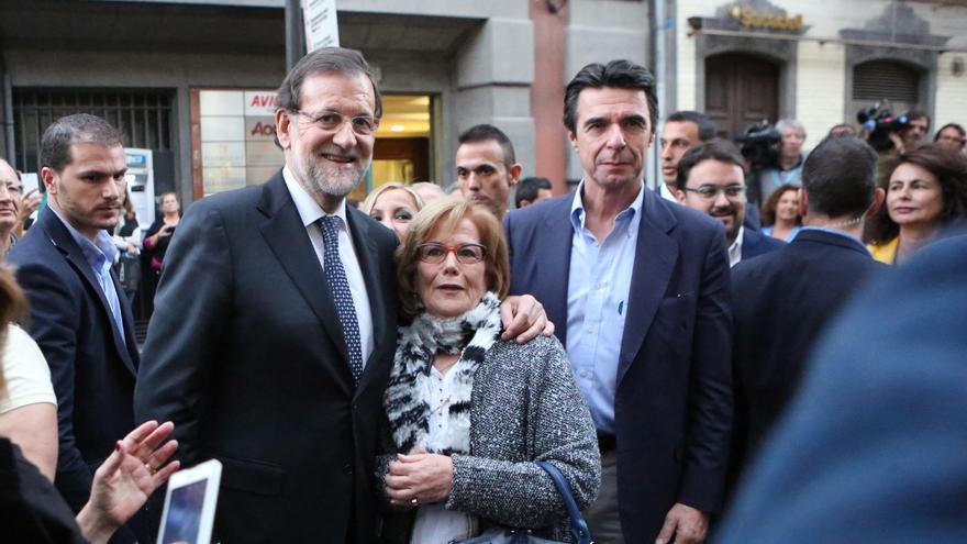 Mariano Rajoy y José Manuel Soria en Triana (ALEJANDRO RAMOS)