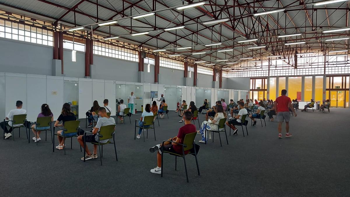 Vacunación a mayores de 18 años en Infecar, Gran Canaria