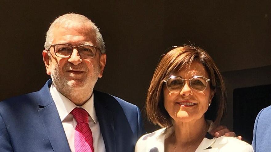 Alberto Castillo junto a la expresidenta de la Asamblea Regional, Rosa Peñalver