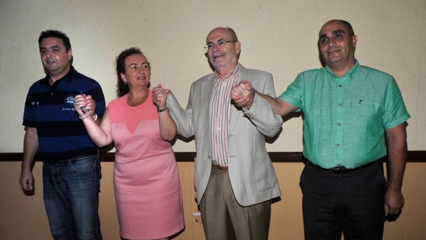 Líderes políticos locales de los partidos que forman el Gobierno de Icod, con Isabel García, la senadora del PP