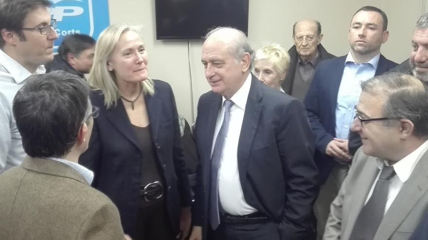 """Fernández Díaz pide a Mas que se vaya """"a su casa"""" por """"dignidad política"""""""