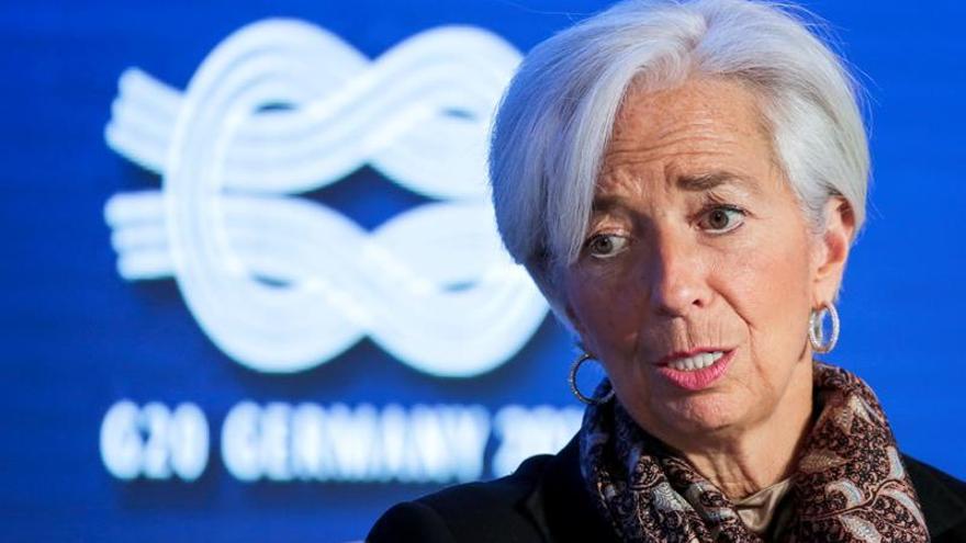 El FMI prevé que España crezca un 3,1 % en 2017 pero pide fusiones bancarias y un alza de IVA