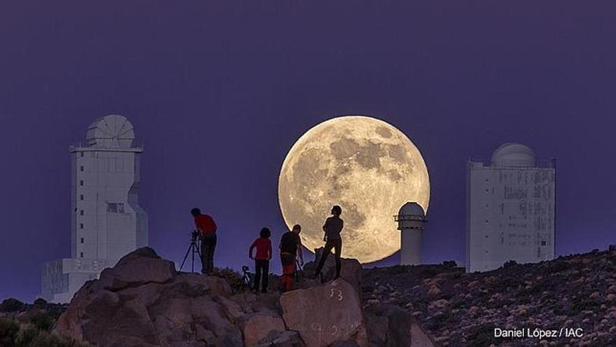 La fotografía capta el punto de la órbita de la Luna más cercano a la Tierra.