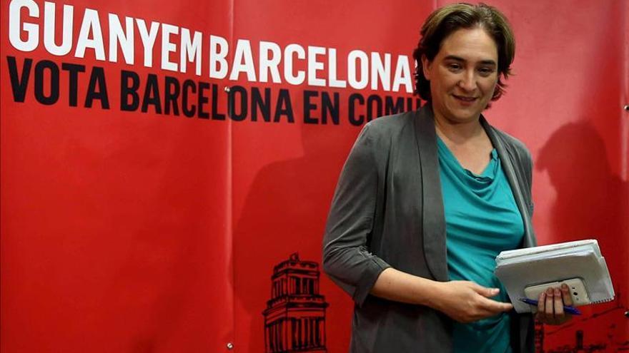 Los cinco concejales de ERC votarán por Ada Colau en la sesión de investidura