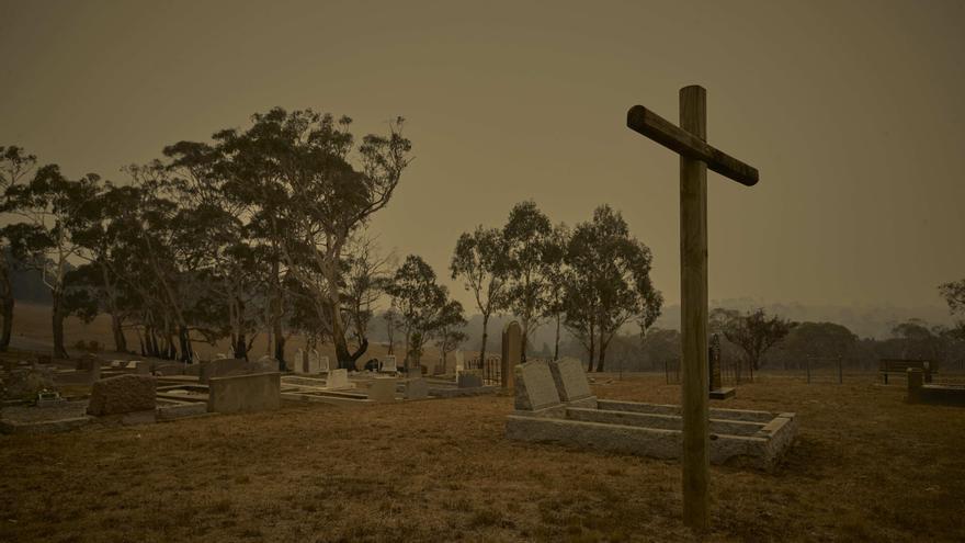 Bombala, Australia: El cementerio de la pequeña ciudad de Bombala que estaba amenazado de incendio el 15 de enero de 2019..