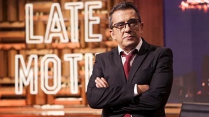 Buenafuente vuelve a TV con el 'padrino' Almodóvar, el skyline de Benidorm y estos fichajes
