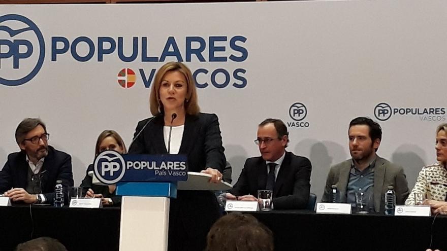 """Cospedal denuncia que los gobernantes en Cataluña hayan puesto """"en jaque"""" la convivencia por intereses particulares"""