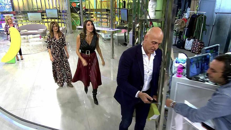Paz Padilla le rompe el móvil a Kiko Matamoros en 'Sálvame' con una banana gigante