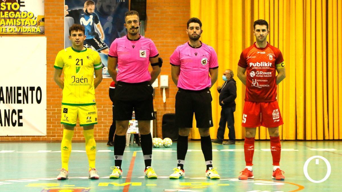 Adri Luna, a la izquierda, durante un partido ante el Bujalance