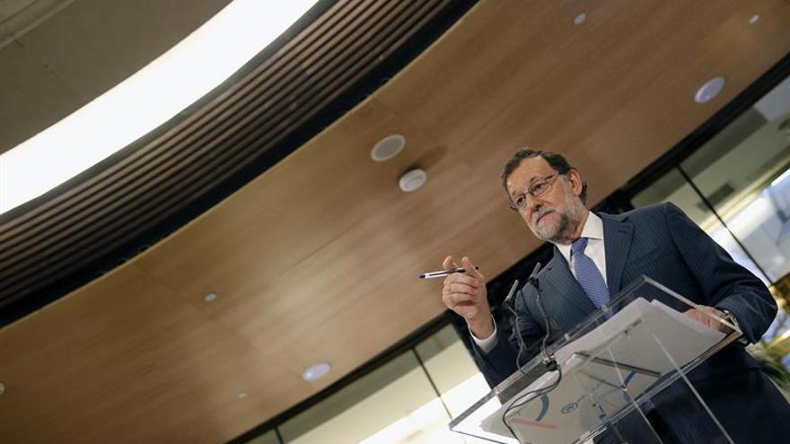 Rajoy da su pésame por la muerte de un operario en el incendio de La Palma
