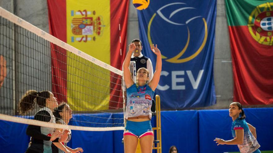 Sara Hernández, durante un choque de la pasada temporada