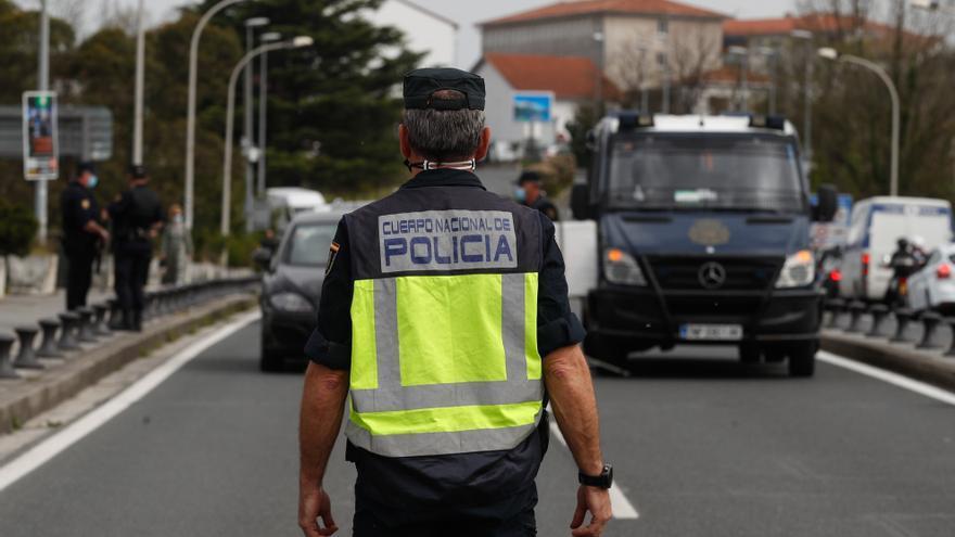 Un control en el paso fronterizo del Puente de Santiago