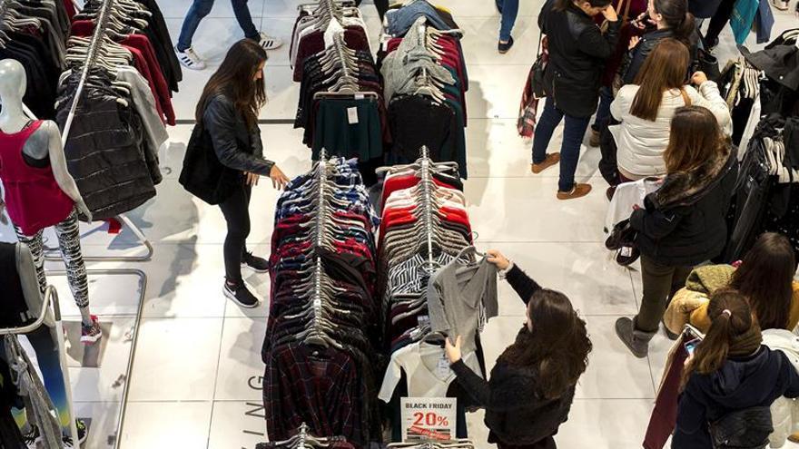 La confianza del consumidor cae en abril por cuarto mes consecutivo