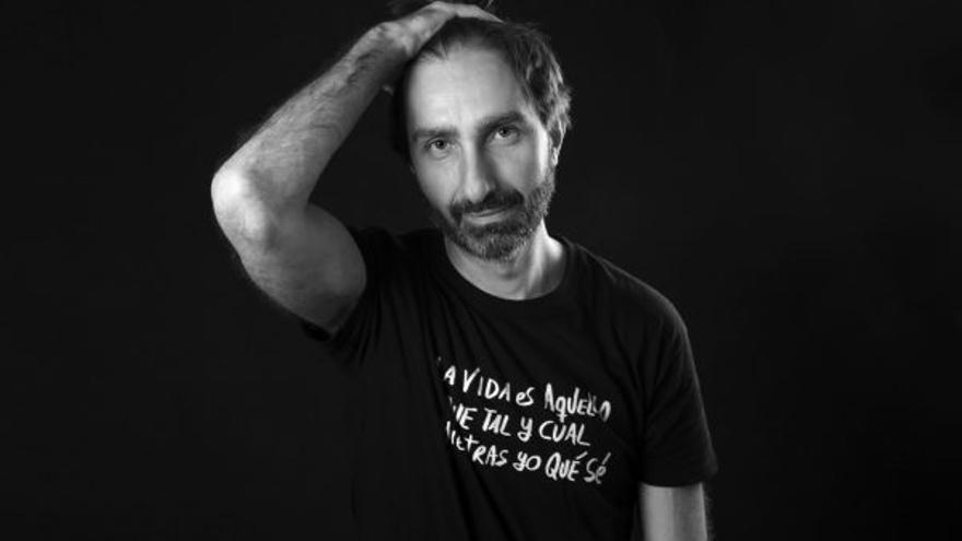 El autor Carlos Frontera
