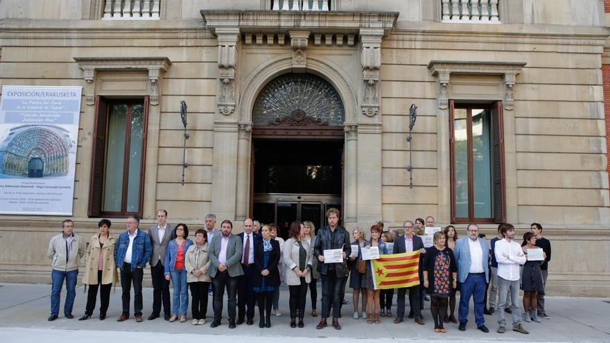 """El Parlamento de Navarra expresa su """"rechazo y alarma"""" por """"la intervención de la autonomía catalana"""""""