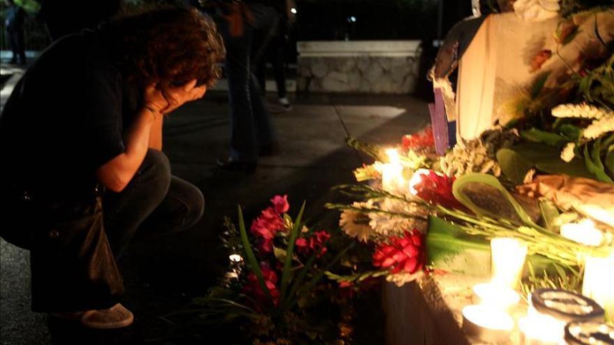 Autoridades y civiles guatemaltecos rinden homenaje a las víctimas en Francia