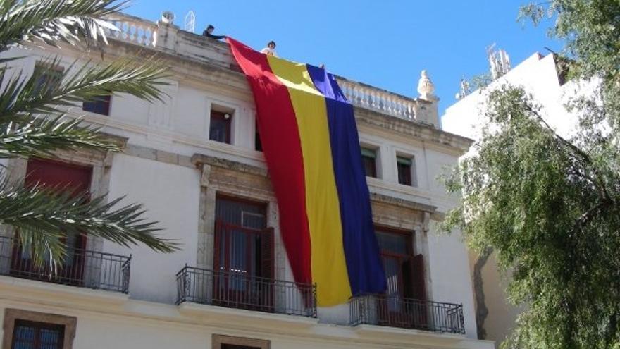 El ayuntamiento de Sagunt ya ha anunciado que volverá a colgar la bandera tricolor republicana