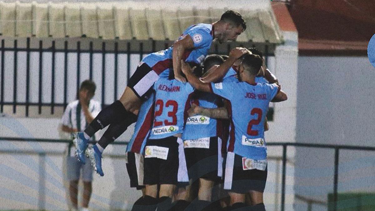 Lance del encuentro entre el Juventud de Torremolinos y el Córdoba CF