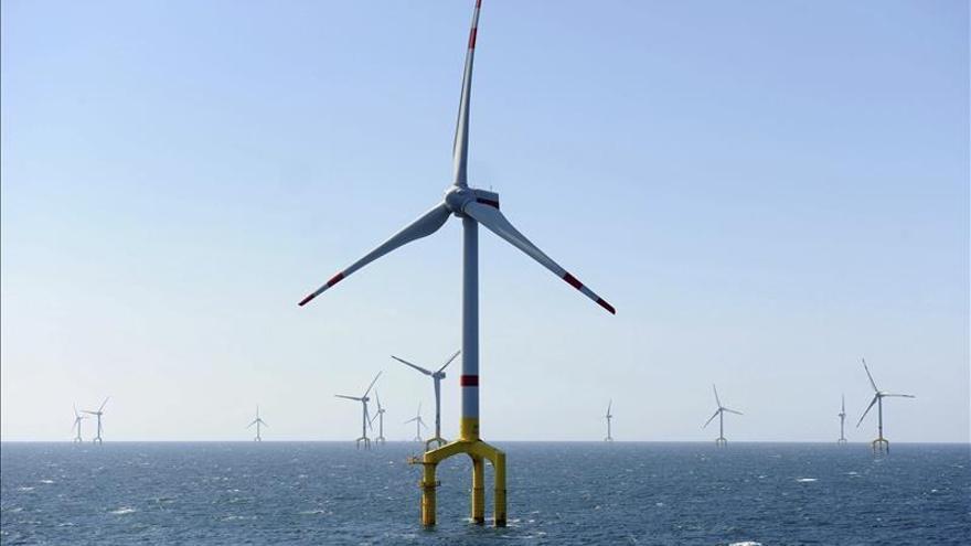 Instalado frente a Telde el primer aerogenerador marino de España