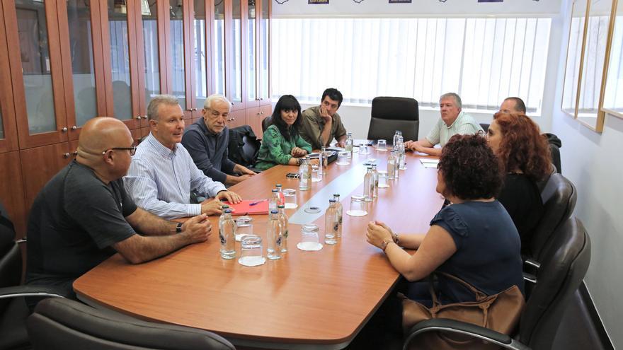 Comisión técnica para la exhumación de la fosa común de Vegueta, con representantes del Cabildo, ULPGC y familiares.