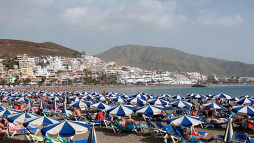Imagen de archivo de una playa del sur de Tenerife
