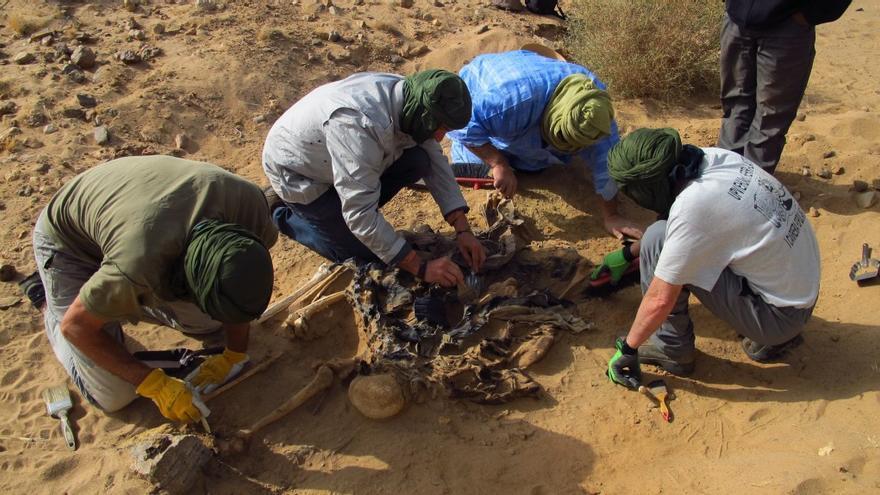 La identificación de 8 saharauis desaparecidos por la represión marroquí ha sido clave en el auto del juez Ruz. / Foto: Sociedad de Ciencias Aranzadi-