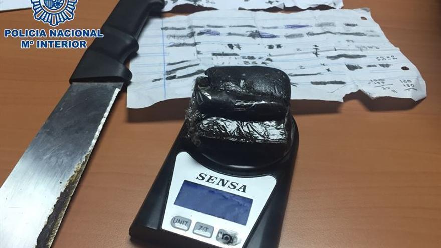 Material incautado al joven detenido en Cruz de Piedra. (POLICÍA NACIONAL)