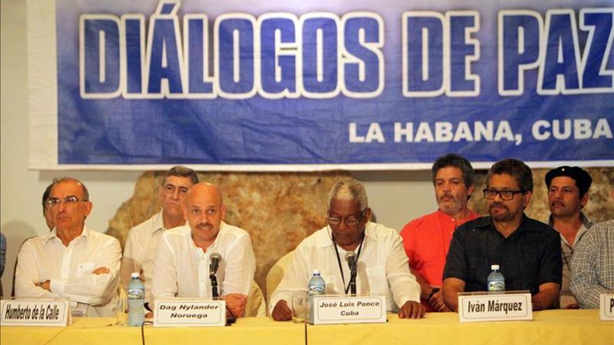 El Gobierno colombiano indulta a 30 guerrilleros de las FARC como gesto de paz