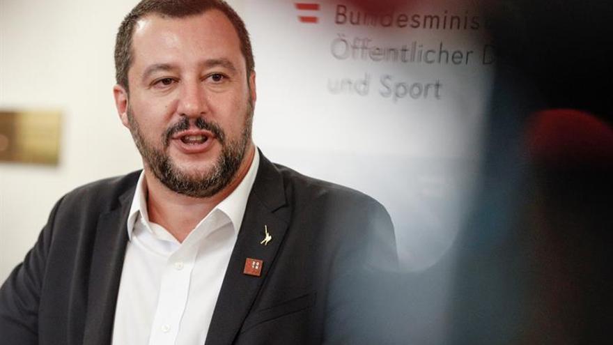 """Salvini denunciará a los barcos que """"favorecen"""" la inmigración ilegal"""