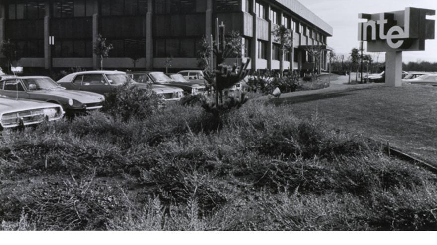 La fábrica de Intel en Santa Clara (California) a principios de los 70