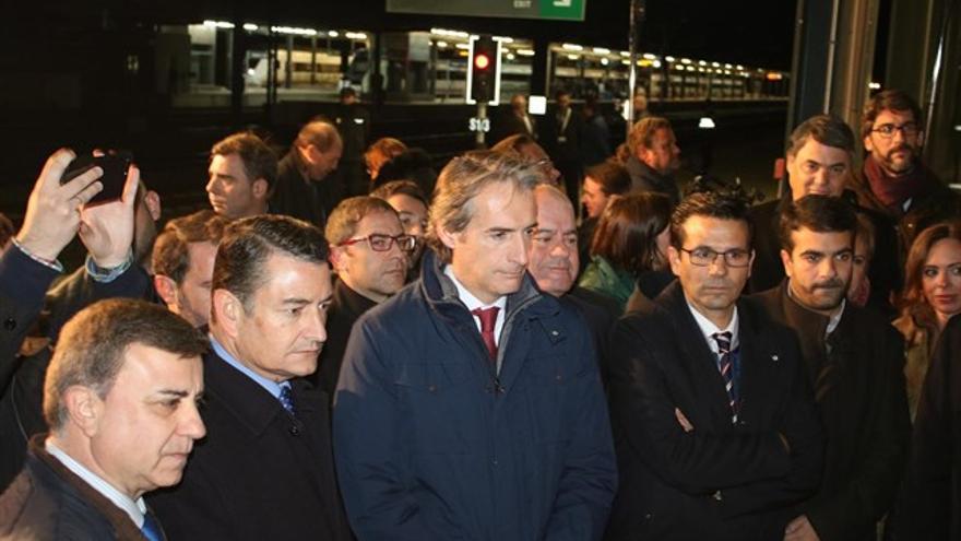 El ministro de Fomento, Íñigo de la Serna, apadrinando en Antequera (Málaga) el final de las obras del AVE de Granada el pasado 1 de diciembre