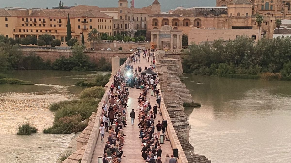 Desfile de Silbon en el Puente Romano