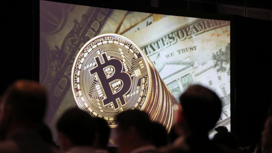 El bitcóin sube más del 4 % y supera los 32.100 dólares