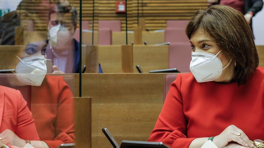 La líder del PPCV, Isabel Bonig, durante una sesión de control