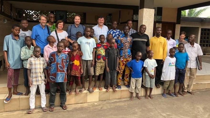 El consejero de Educación, Francisco Fernández Mañanes ha visitado el país africano para desarrollar proyectos solidarios