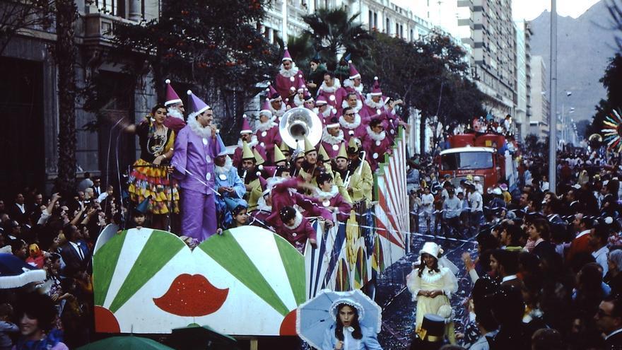 Martes de Carnaval en la Avenida de Anaga en el año 1970.