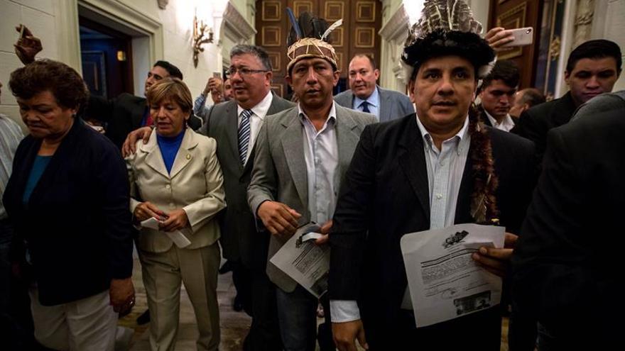 Diputados impugnados piden retirarse por segunda vez de la Cámara venezolana
