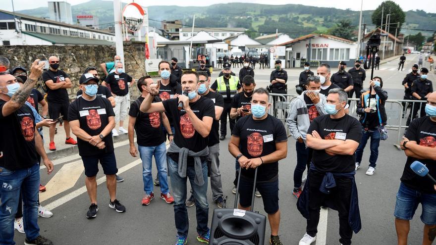 Unos 300 empleados de Nissan en Barcelona se han desplazado esta mañana hasta Cantabria, donde Nissan tiene otra planta productiva en la localidad de Los Corrales deBuelna, para manifestarse en contra del cierre de las factorías de Barcelona.