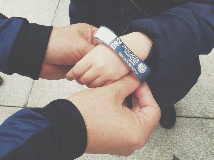 La Policía entregará pulseras identificativas para los niños estas navidades