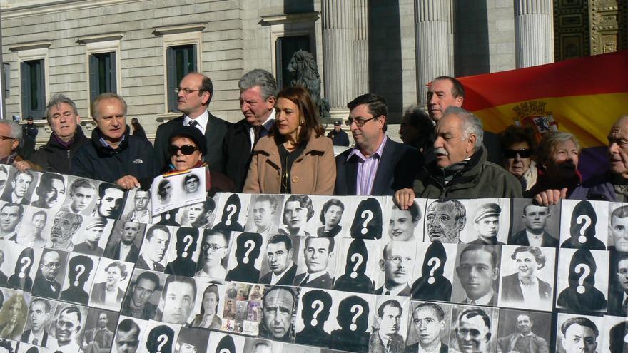PSOE, Izquierda Plural, PNV y parte del Mixto dan dos años al Gobierno para abrir las fosas del franquismo