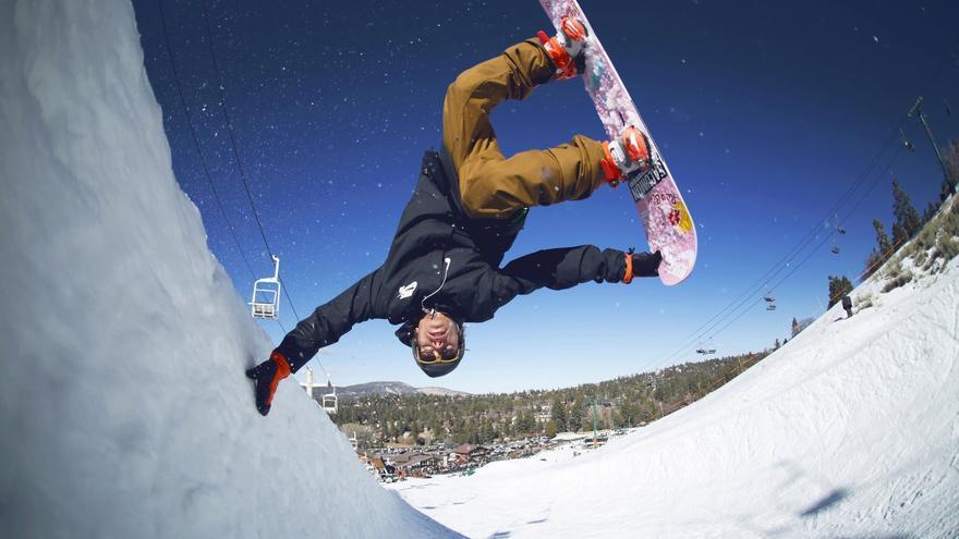 Uno de los trucos con los que los riders hacen las delicias de los aficionados al snowboard