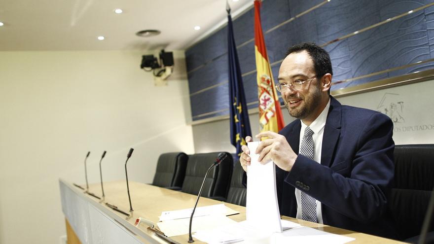 """El PSOE urge al PP a """"pisar el freno"""" con algunas leyes después del mensaje que le han dado los españoles el 24M"""