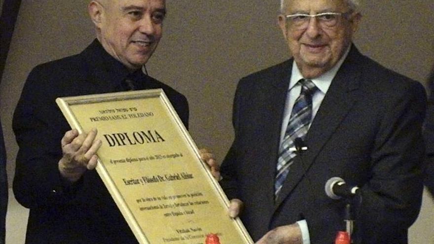 """Albiac afirma que """"todo poeta es judío"""" al recoger el premio Toledano"""