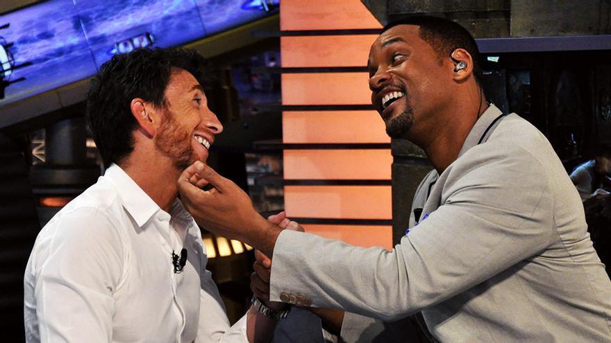 Pablo Motos junto a Will Smith en 'El Hormiguero'