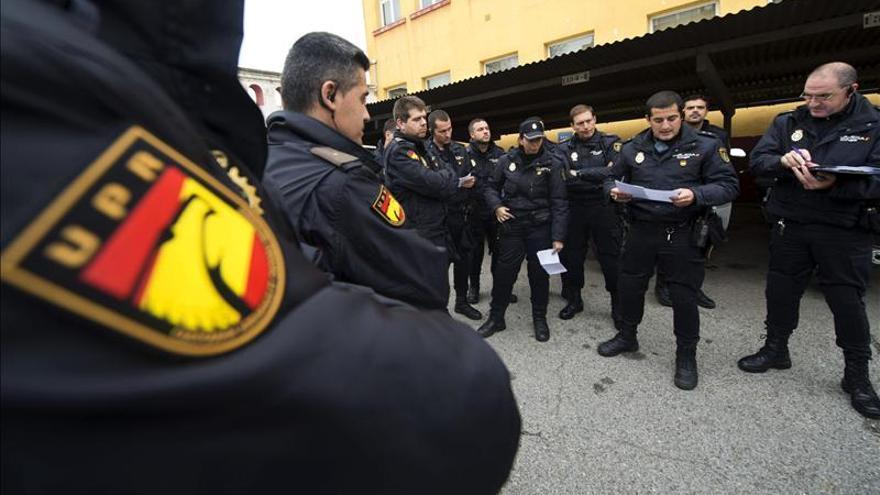 El SUP denuncia la entrega de cascos viejos y con moho para una nueva unidad de la Policía