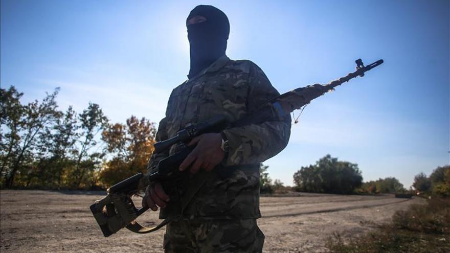 El mando ucraniano declara que los prorrusos cumplen el alto el fuego total