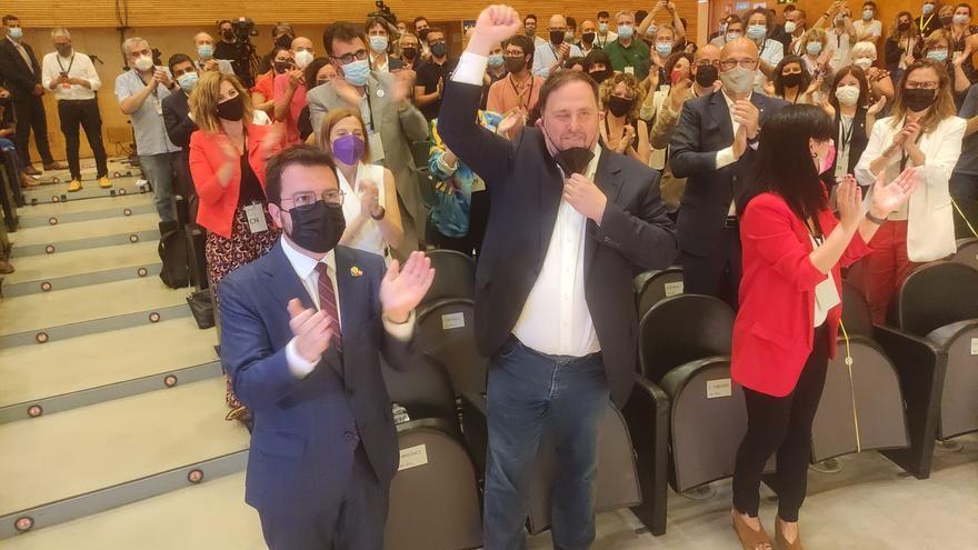 El presidente de la Generalitat, Pere Aragonès, el líder de ERC, Oriol Junqueras, y la secretaria general adjunta y portavoz del partido, Marta Vilalta, en el Consell Nacional de la formación.