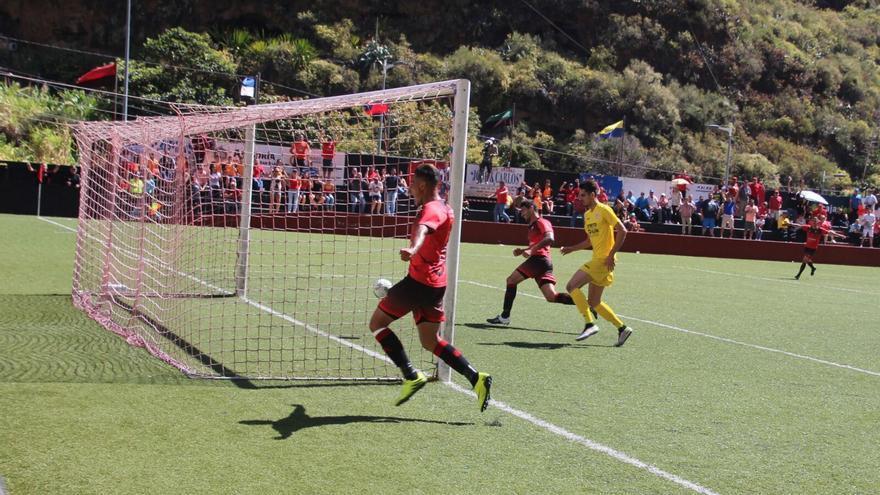 En la imagen, gol del empate. Foto: JOSÉ AYUT.