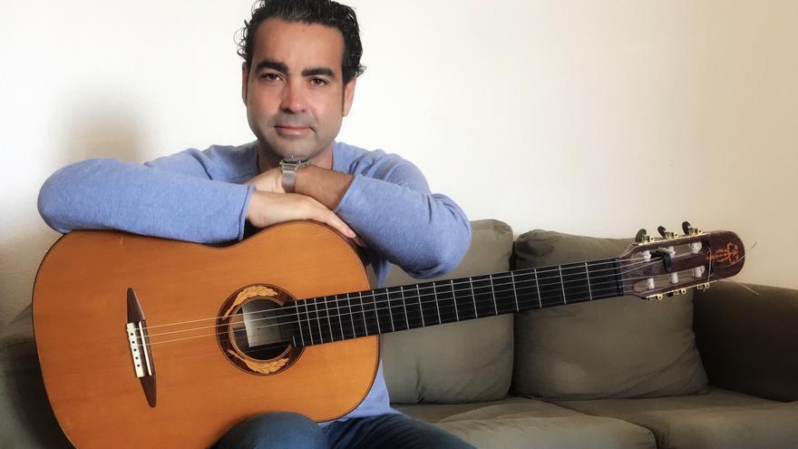 El guitarrista Javier Infante.