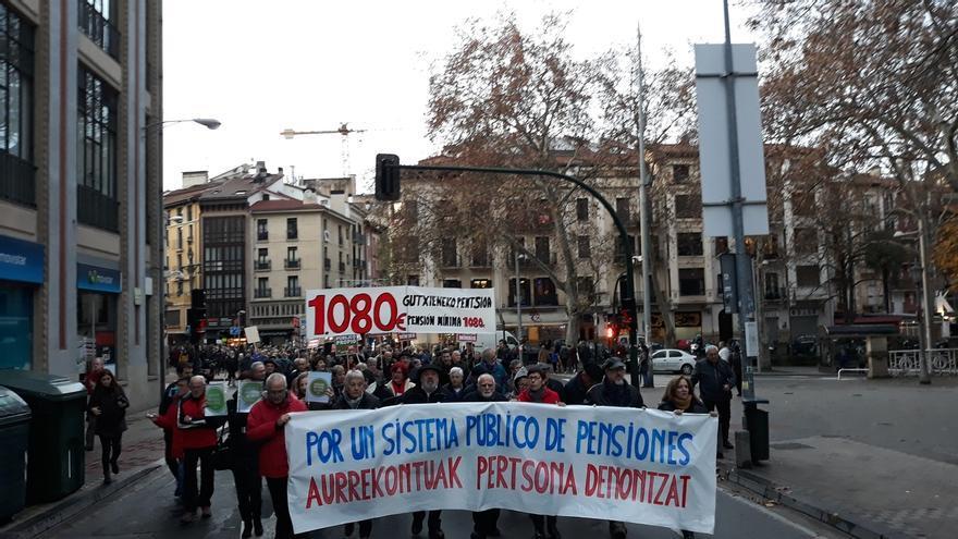 """Una manifestación reclama en Pamplona """"unas pensiones dignas"""" y que """"desaparezca"""" el factor de sostenibilidad"""
